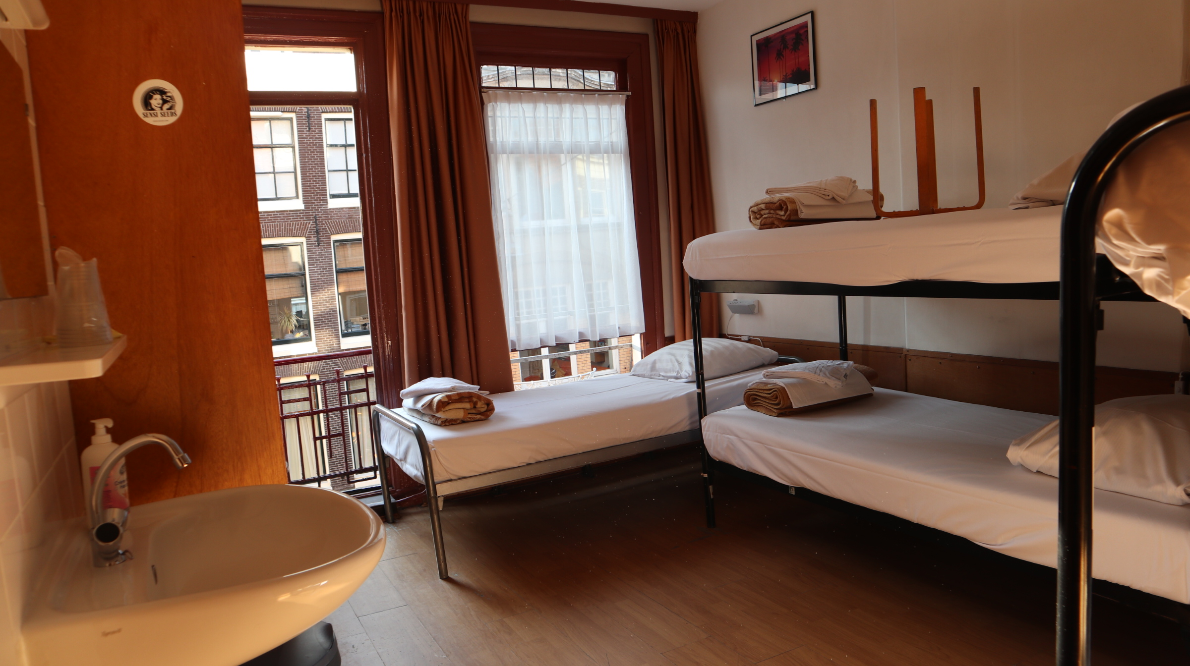 Amsterdam Budget hotel - 5 beds room